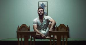 Interview: Homo en mormoon: hoe Levi loskwam van zijn geloof [Brandpunt+]