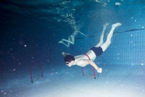 Dit is Pete Wu, een volwassen man die bang is voor water en niet kan zwemmen [Volkskrant Magazine]
